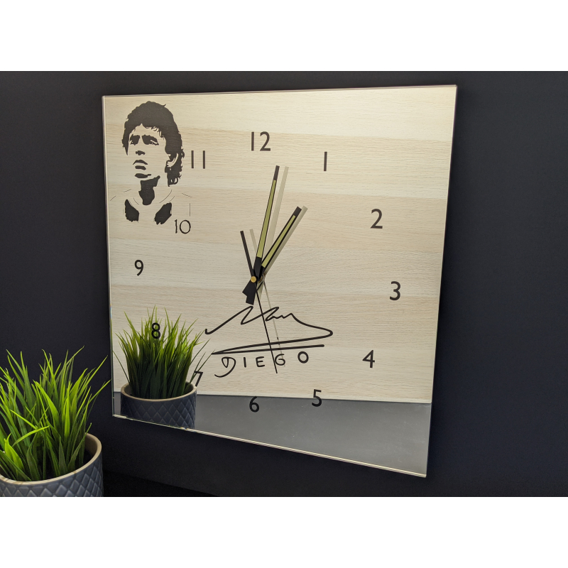Mirror Clock 18-2020 (Diego Maradona)